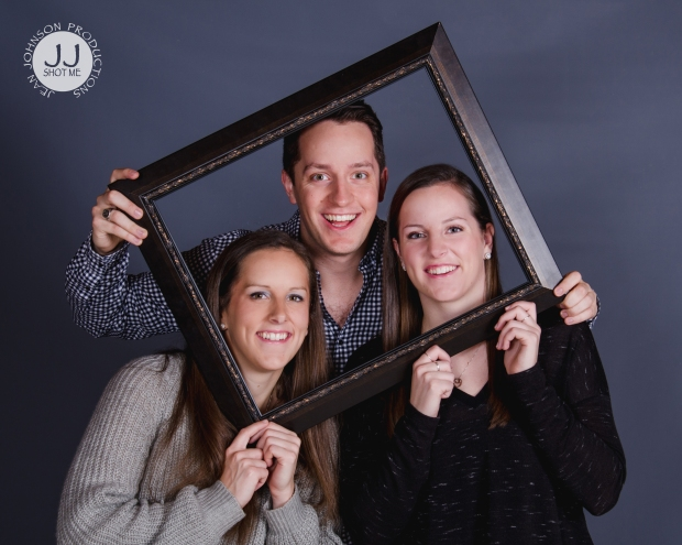 studio-sibling-portrait-with-frame-jjshotme