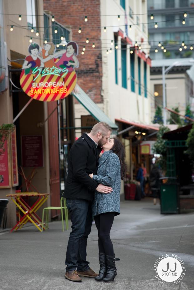 tylara-kissing-engagement-picture-jjshotme4